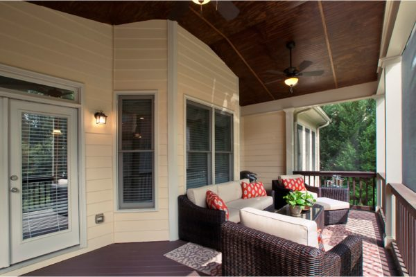 porch to house